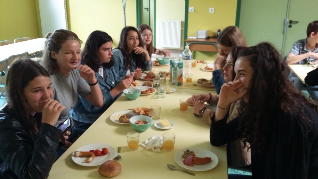 Ein deutsches Frühstück un petit déjeuner allemand au collège (1)