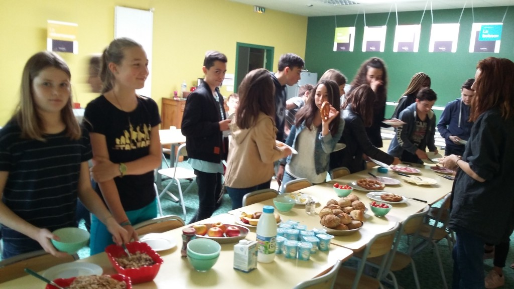 Ein deutsches Frühstück un petit déjeuner allemand au collège (2)