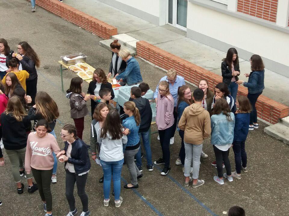 Les collégiens retrouvent leur collège (5)