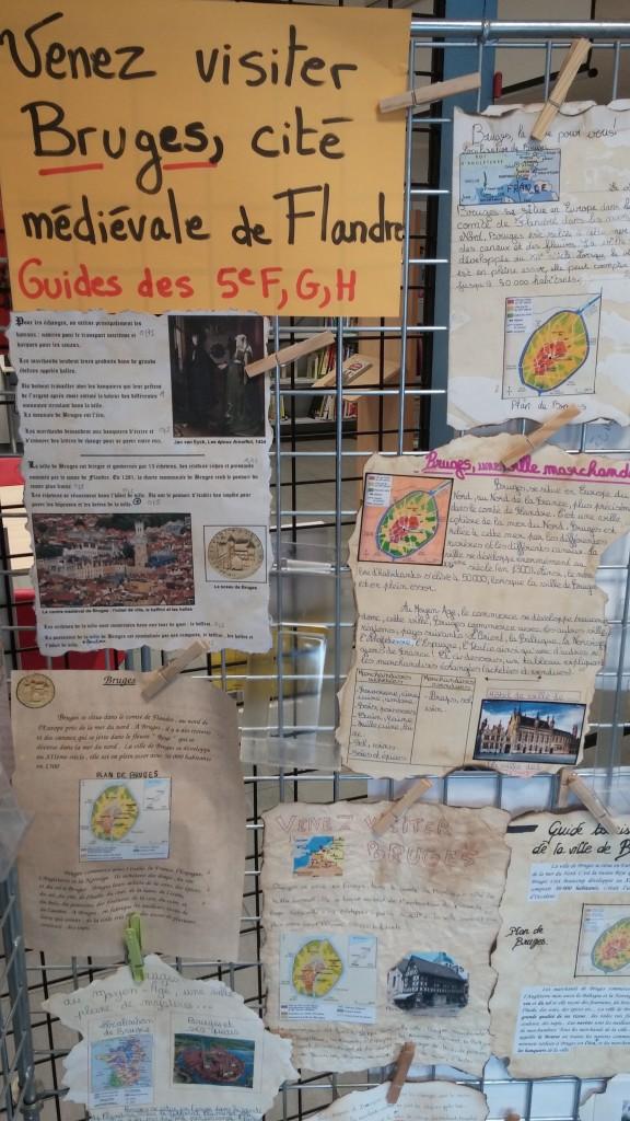 Exposition de guides touristiques sur Bruges au CDI (1)