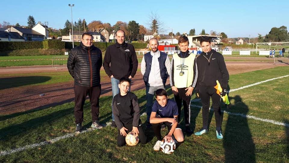 1er jour de championnat pour nos footballeurs de la section . Un très bon esprit sous un beau soleil (4)